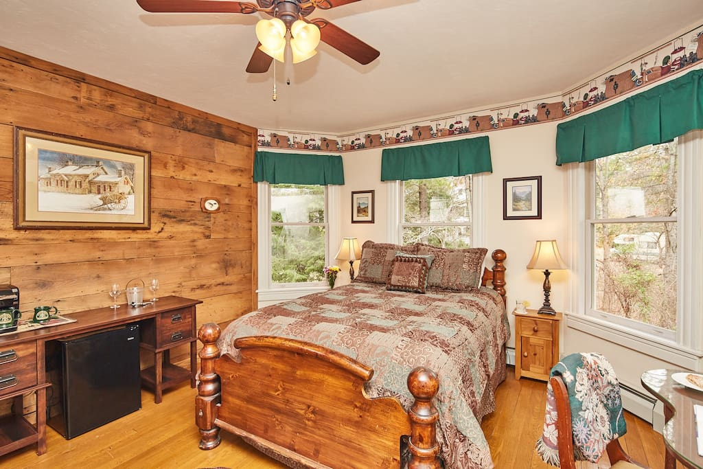 The warm lodge feel of the Chestnut room