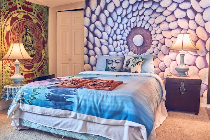 Zen Room w/Private Bathroom, Entry & Kitchenette