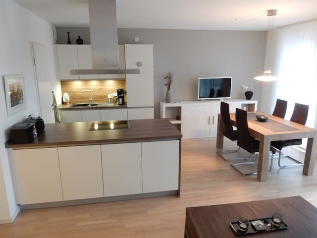 Ruhige Neubau Wohnung, Centrum nah & Garage - Hampuri - Huoneisto