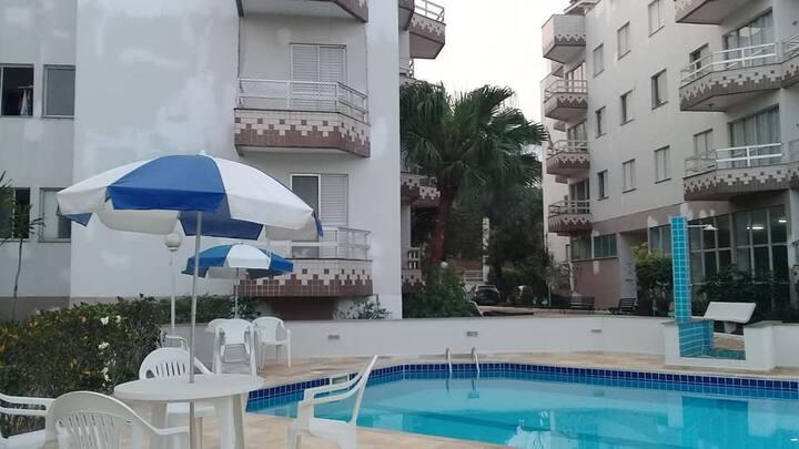 Apartamento em condomínio com bela vista do mar
