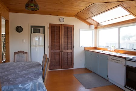 Kiwibeachhouse.co.nz  - The Family Bach - Opotiki - Hus