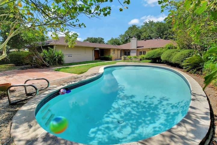 Beautiful Pool House Near NRG, Med Center, Rice, G