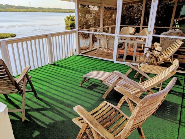 Romantic Waterfront Villa Pet Friendly Wifi  Kayak