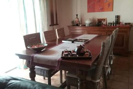 Chambre calme dans maison privée - Saint-Michel-de-Maurienne - House