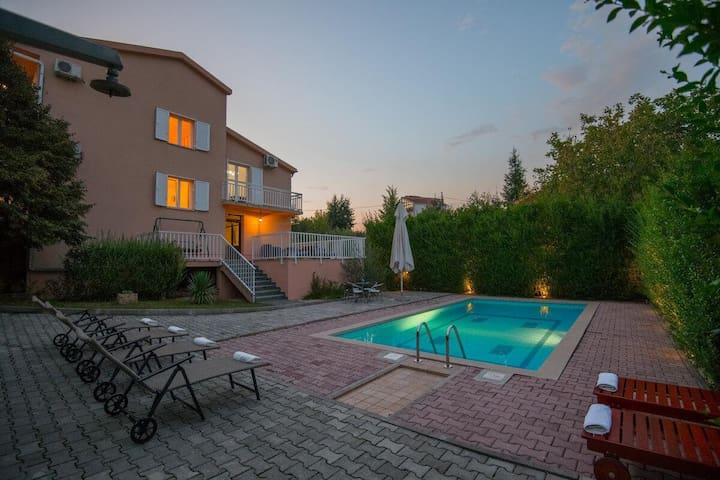 Beautiful Family Holiday Home With Swimming Pool and Gym Near Imotski