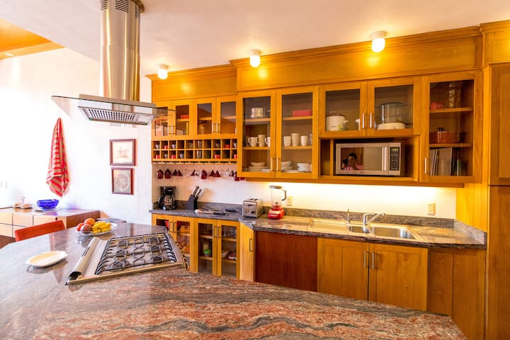 Casa con excelente ubicacion, jacuzzi y alberca!