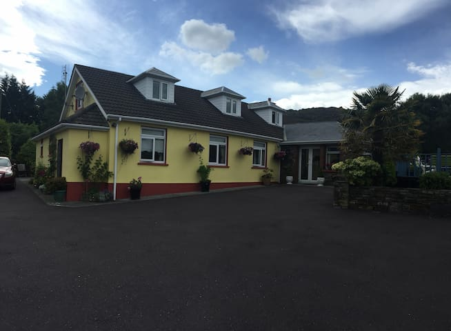 Beechwood House B&B, Glengarriff Cork - Glengarriff - House