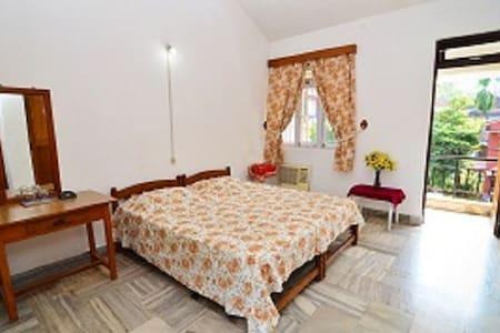 Comfortable private rooms near the beach - Candolim