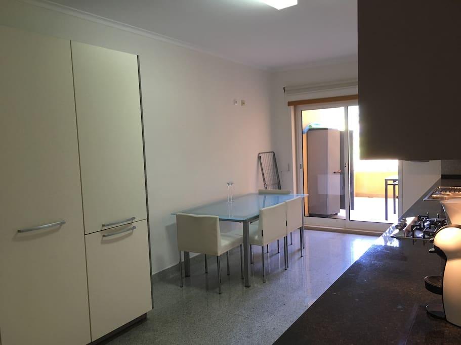Cozinha / Varanda - Kitchen / Balcony