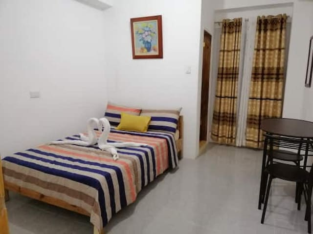 Amlangan Lodge Room 15 - Couple Room w/ nice view