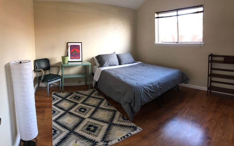 1 Queen Bed w/ Own Bath - Chill Yoga House