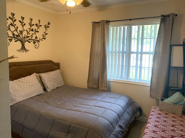 Cozy Quiet Private Room Near DFW Airport.