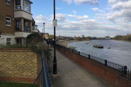 Chiswick Riverside Apartment, London, W4 2NR - Londra