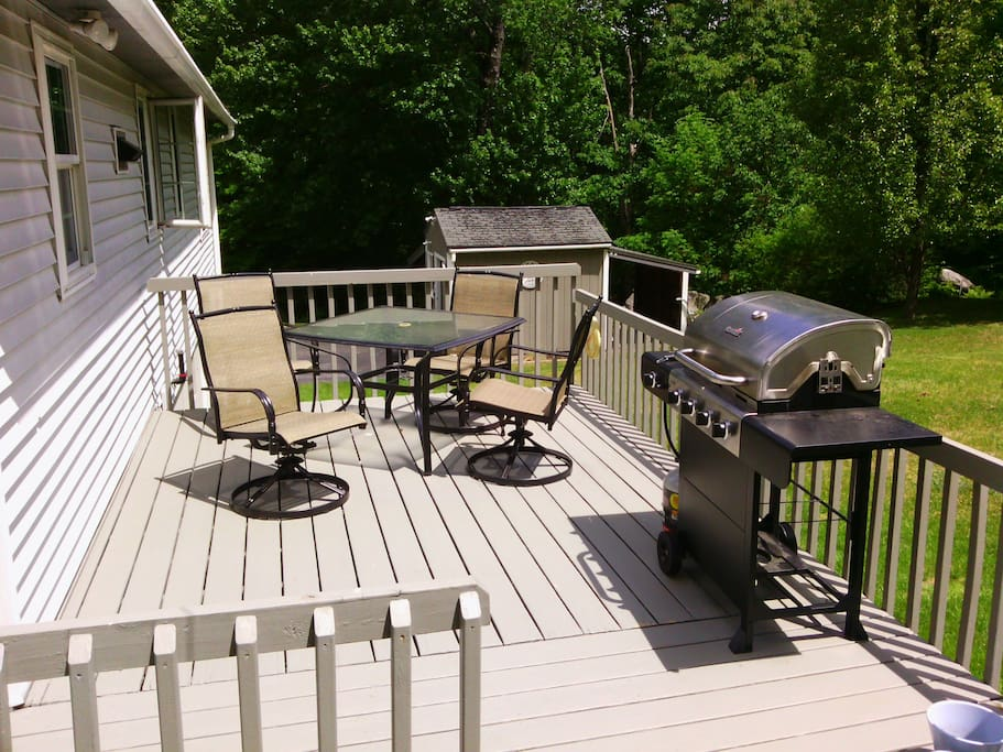 Shared Deck and Bar-bq