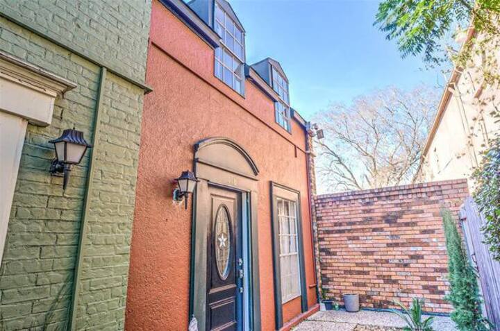 *NEW* TOWNHOUSE OASIS IN HOUSTON