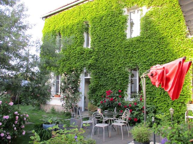 Chambre dans maison calme sur la Loire à vélo
