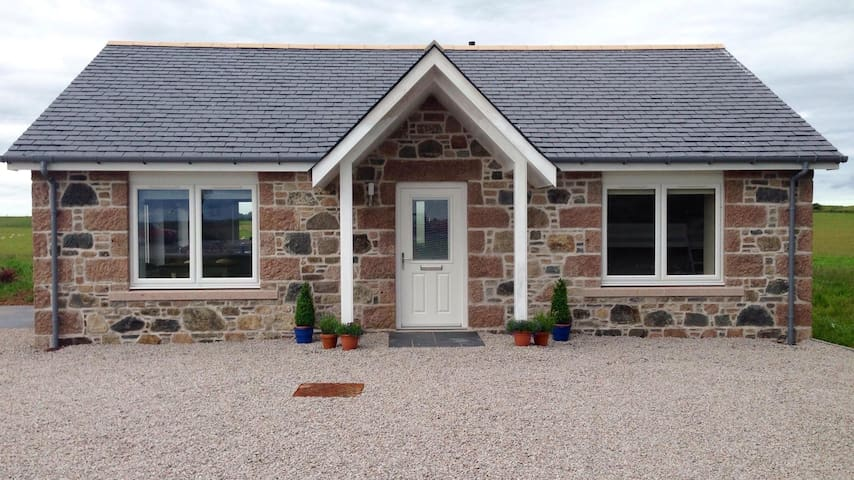 Beehive Cottage, 2 bed, sleeps 5. - Collieston