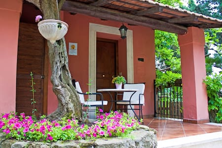 Charming Cottage hill nearby Rome - Grottaferrata - Hus