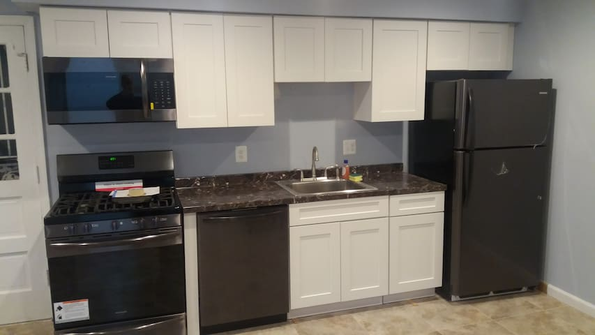 2 bedroom apt next to national harbor and MGM