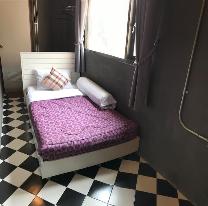 S2- Single room w bathroom right in Chingmai city
