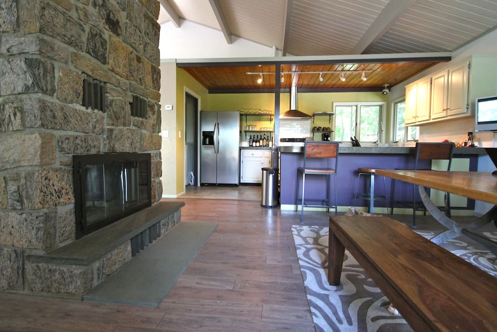 Wood burning fire, open plan chef's kitchen, great for socializing