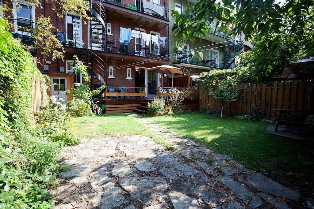 Grand appart terrasse et jardin appartements louer - Terrasse jardin botanique montreal poitiers ...