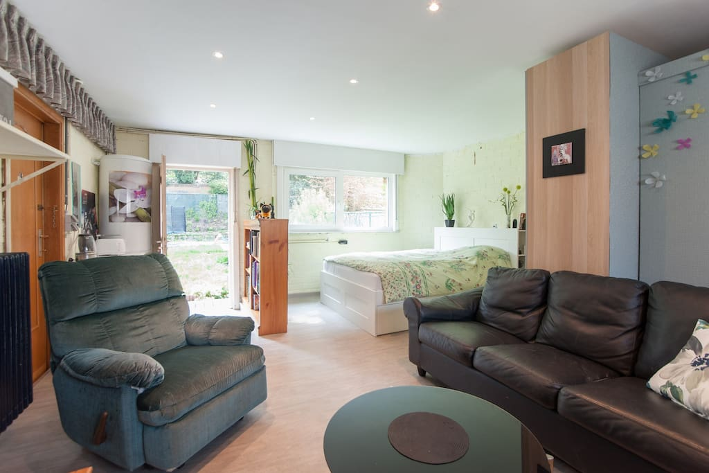 A beautiful spacious studio with own entrance, kitchenette, shower