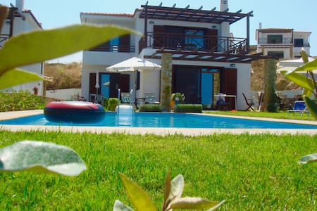 Villa with private swimming pool,garden & sea-view - Elani