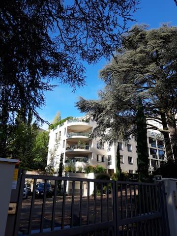 Lyon : espace indépendant 38m2 : 2 chbres+SdB+WC