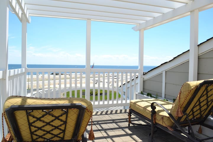 Relaxing Ocean Front Beach Home in Arverne! - Queens - Rumah