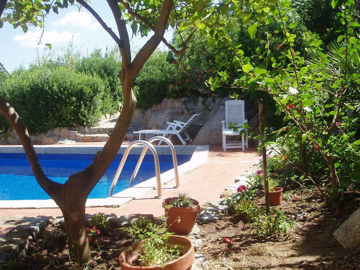 4 houses priv.pool 200m from sea