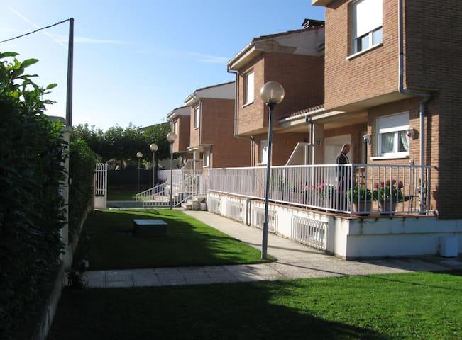Bifamiliar house with garden. - Cuzcurrita de Río Tirón