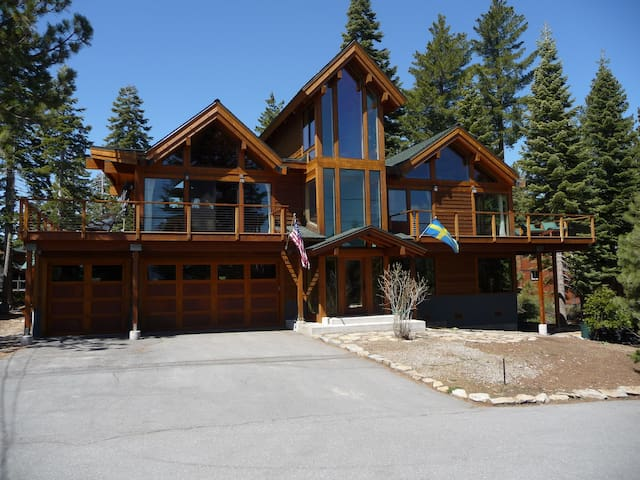 Beautiful 5br/5ba Sunny Lake View Home in N Tahoe