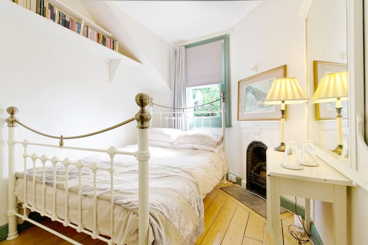 Single Occupancy Edwardian Room 5 Nights Minimum