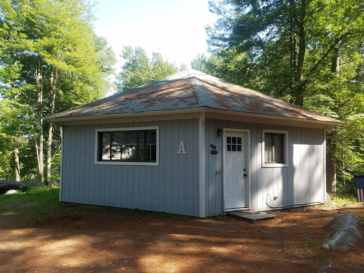 Rustic Cabin~ Cozy, quiet and conveniently located