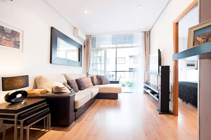 CUTE&CENTRIC FLAT WITH BALCONY-9pax - Barcelona - Apartment