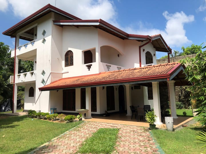 4BR house with CCTV near lake