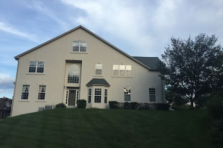 Beautiful townhouse in gated community (2 rooms) - Lansdale - Hus