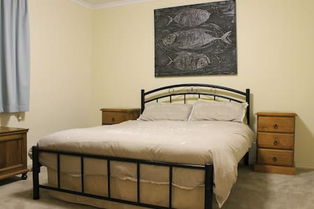 Neat stylish house close to CBD and North Adelaide - Brompton
