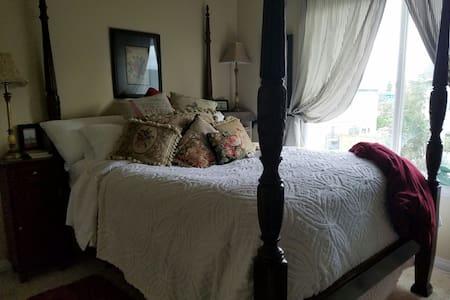 Cozy Paris Room, no Breakfast with price. - Springfield, Oregon, US - Inap sarapan