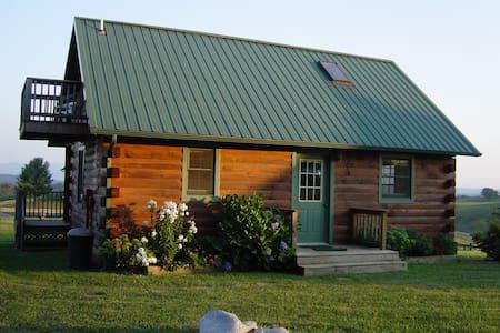 Cozy Log Cabins on picturesque farm - Lexington
