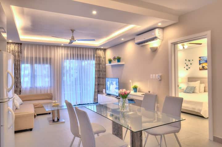 Beach Apartment 50mbps internet & SmartTV - J-202