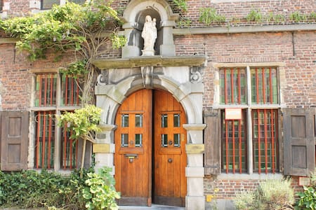 B&B Marie Reine in old Monastry - Ghent - 住宿加早餐