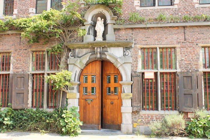 B&B Marie Reine slapen in oud Klooster met ontbijt