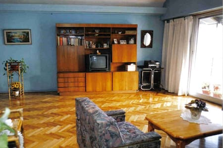 Pareja ofrece habitacion privada - Florencio Varela - Apartment