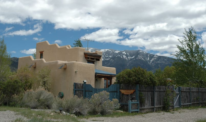 Kitty's Casita getaway for 2 w/ pet - Arroyo Seco - Alpstuga