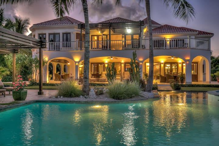 Oceanview 4-BDR Villa Arrecife 23