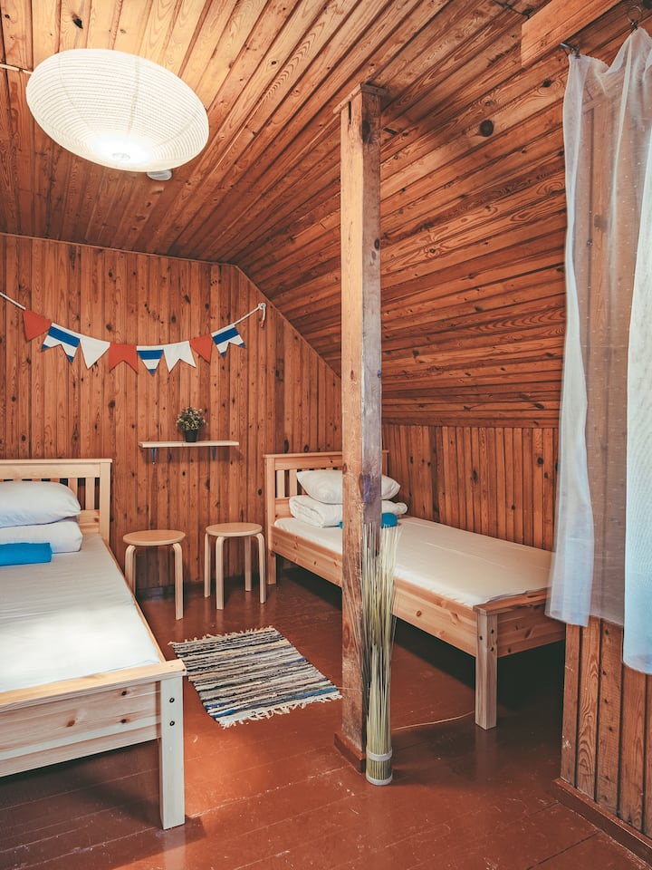 Twin room with shared bathroom near the lagoon