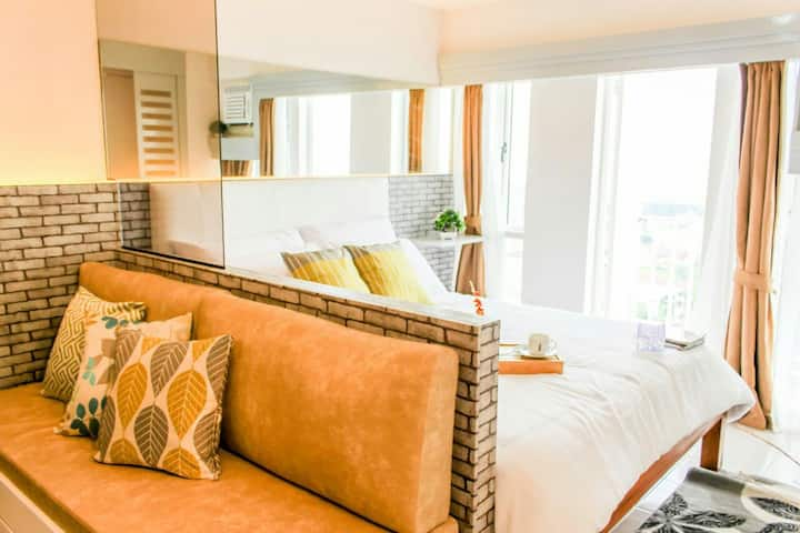 LIGHT & CHIC- Tagaytay Vacation Pad)