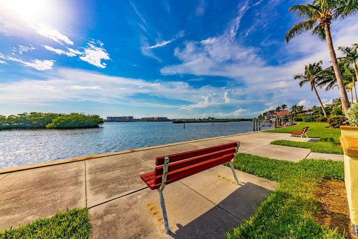 Siesta Key area suite, waterfront neighborhood